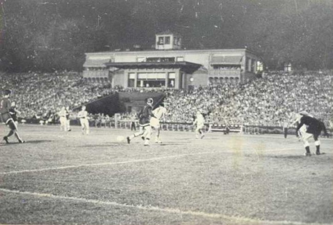 Футбольный матч на stadione Dinamo в киеве 1930 год фото