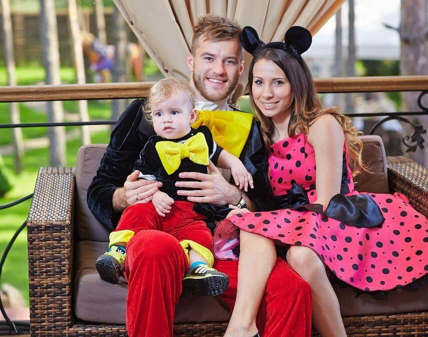 Andrej с женой и сыном совместное фото