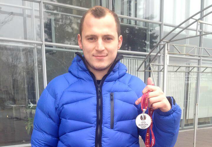 Роман Зозуля выставил на аукцион медаль
