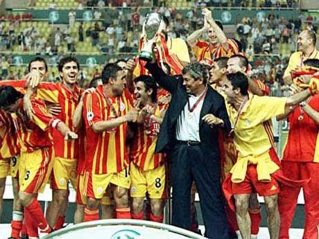 Mircea Lucescu в Галатасарае фото триумфа