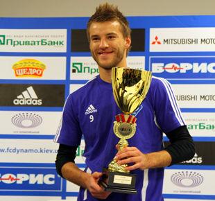 Андрей Ярмоленко с наградой и кубком