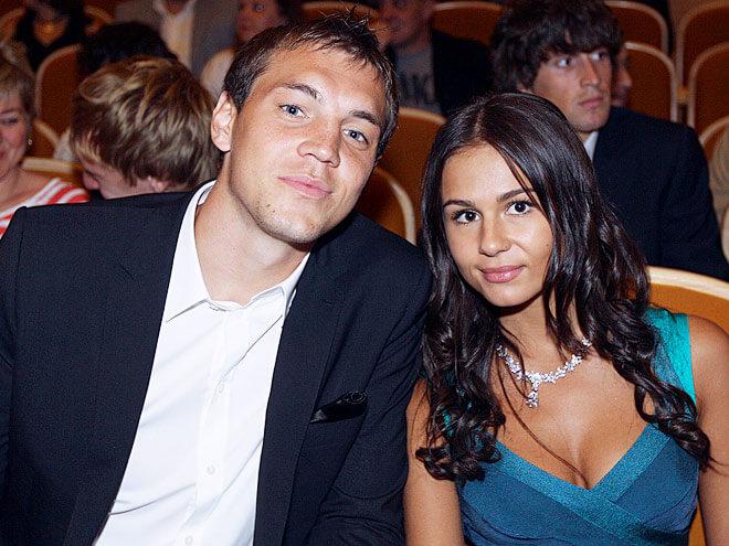 Артем Дзюба и его жена Кристина совместное фото