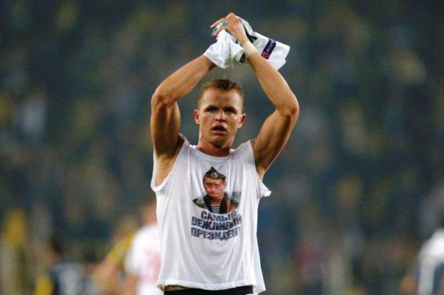 Dmitrij Tarasov со скандальной футболкой Путина фотография