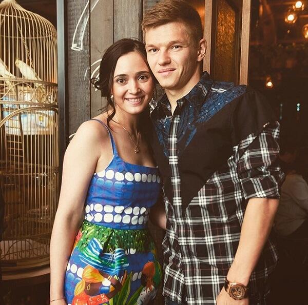 Shatov с женой Викторией совместное фото