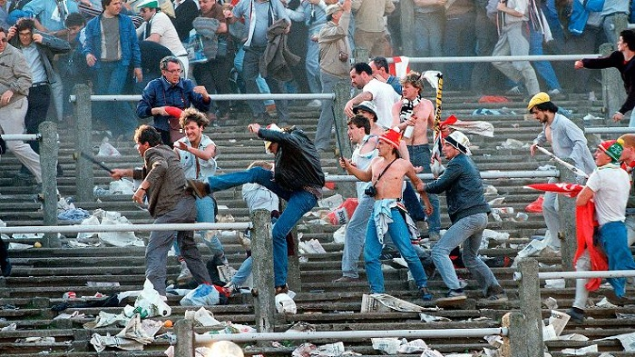 Жесткий футбол, драки в футболе фанатов, футболистов видео, фото