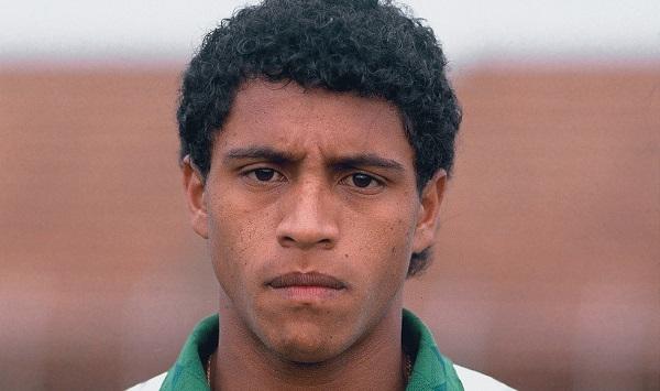 Молодой Роберто Карлос