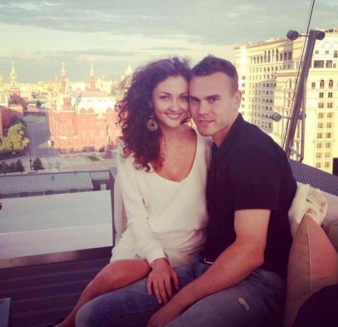 Igor Akinfeev с женой Екатериной совместное фото