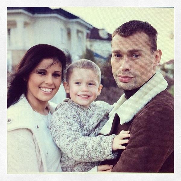 Василий Березуцкий с женой и сыном