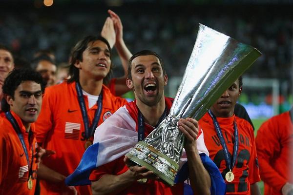 Дарио Срна с Кубком УЕФА