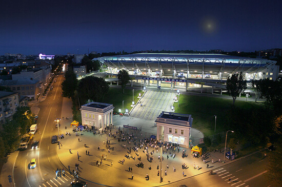 Stadion Dnepr Arena в ночное время фотография