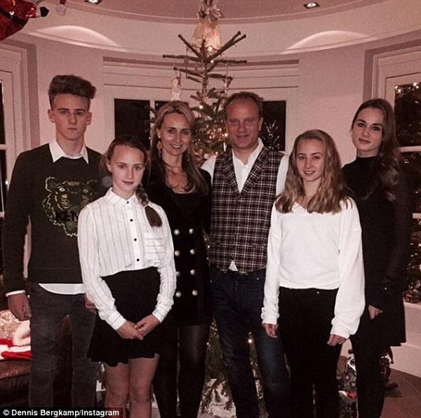 Деннис Бергкамп с семьей