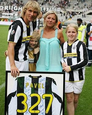 Павел Недвед с семьей
