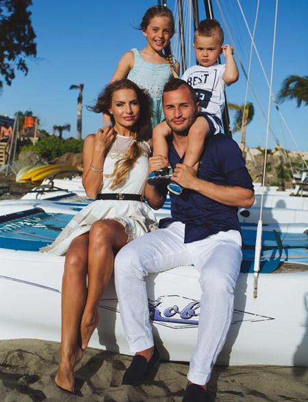Федор Кудряшов и его семья совместное фото
