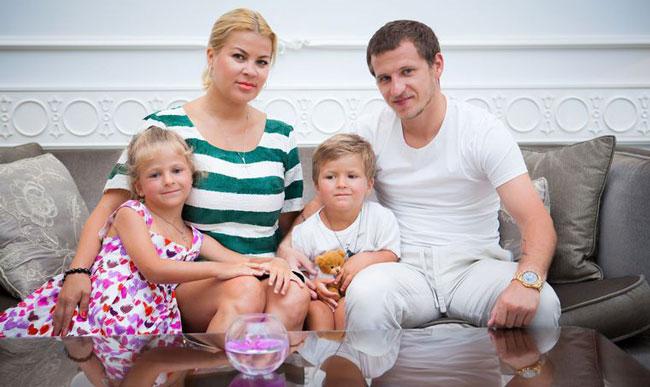 Алиев и его семья совместное фото