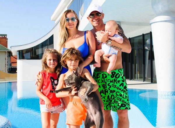 Andrej и его семья совместное фото