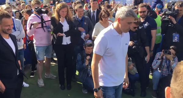 Креспо и Сычев пытаются забить робокиперу фото