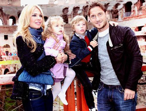 Тотти со своей семьей совместное фото