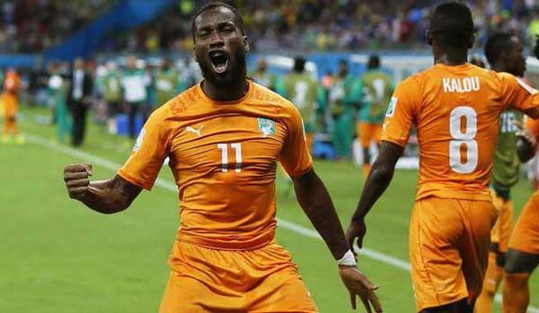Dide Drogba выступает за Кот д`Ивуар фотография