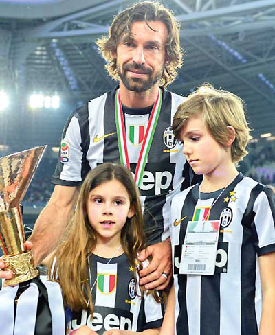 Сын Николло и дочь Анджела вместе с отцом фотография