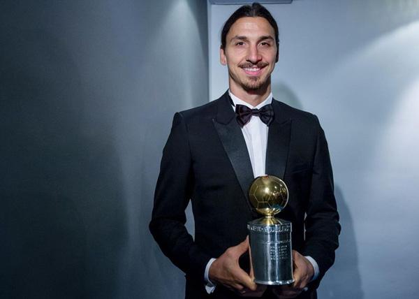 Златан Ибрагимович с Золотым Мячо на фото