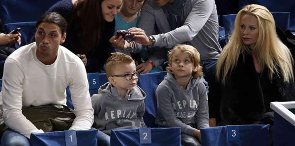 Златан с семьей на матче совместное фото