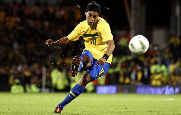 Диньо выступает за сборную Бразилии на фото