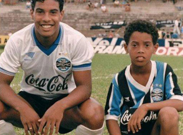 Диньо со своим старшим братом Роберто совместное фото