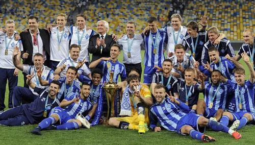 Dinamo Kiev с кубком - изображение на startfootball.info