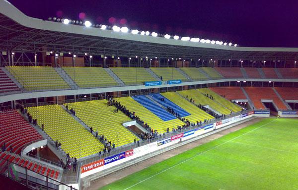 Стадион Юбилейный в ночное время - изображение на startfootball.info