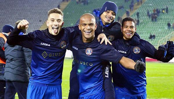 ФК Львов в темно-синем - фото на startfootball.info