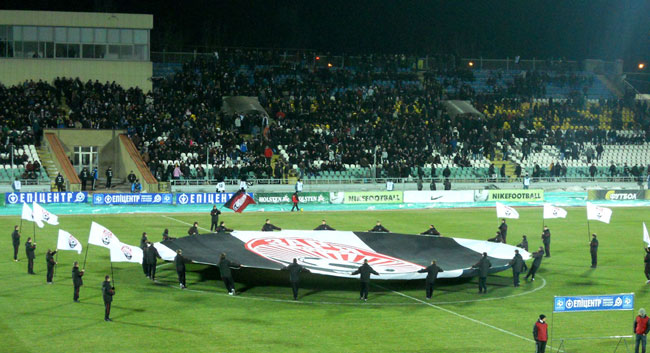 Стадион Авангард в ночное время - фото на startfootball.info