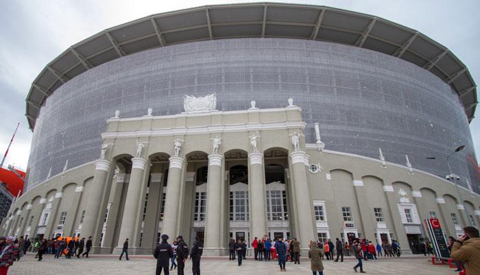 Главный вход на арену Екатеринбурга - фото на startfootball.info