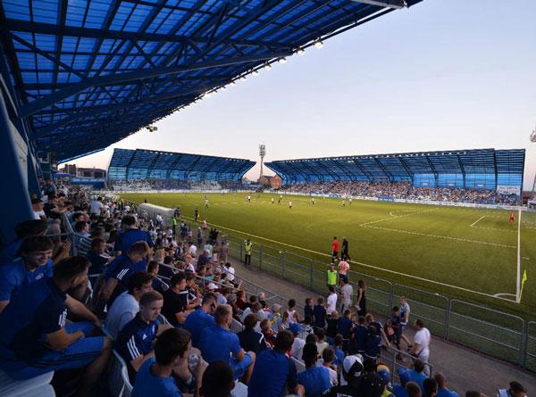 Игры на стадионе Газовик - картинка на startfootball.info