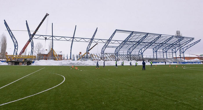 Навес арены Газовик - фото на startfootball.info