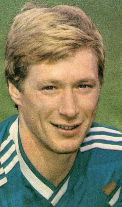 Молодой Алексей Михайличенко, тренер - фото на startfootball.info