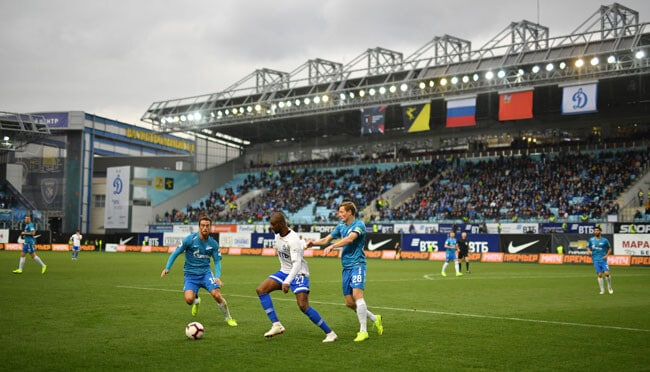 Футбольный матч на стадионе Химки - фотография